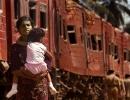 DODANDUWA TRAIN WOMAN AND CHILD